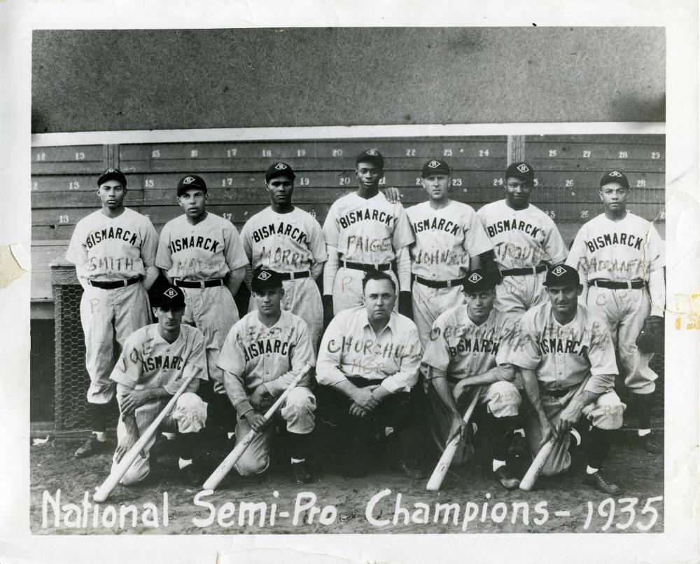 Photograph of the integrated, semi-professional Bismarck National Championship Team of 1935.